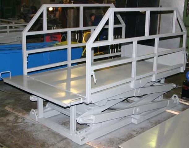 Подъемный стол г/п 1.5 т, платформа 1.8 х 1.8 м